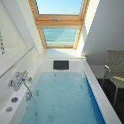 Pricate jacuzzi and seaview