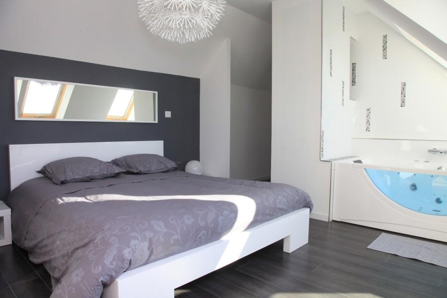 Wide bed (160cm x 200cm)