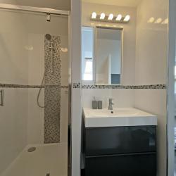 Salle de bain privative à l'étage