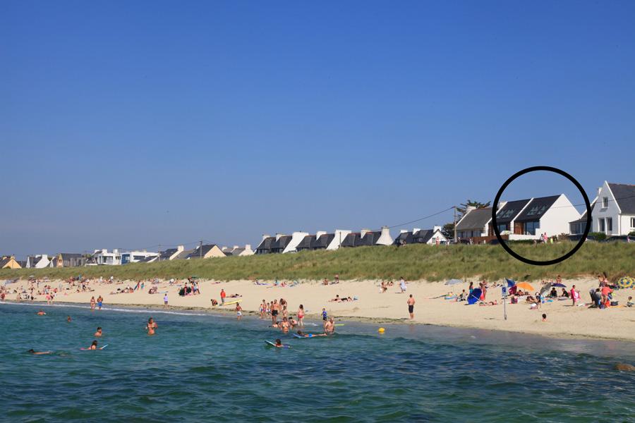 A l'ouest, la plage mène vers la pointe de Porsmeur
